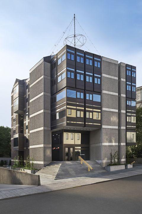 「ACNE STUDIOS」、ブルータリズム様式の建物を新しい本社に
