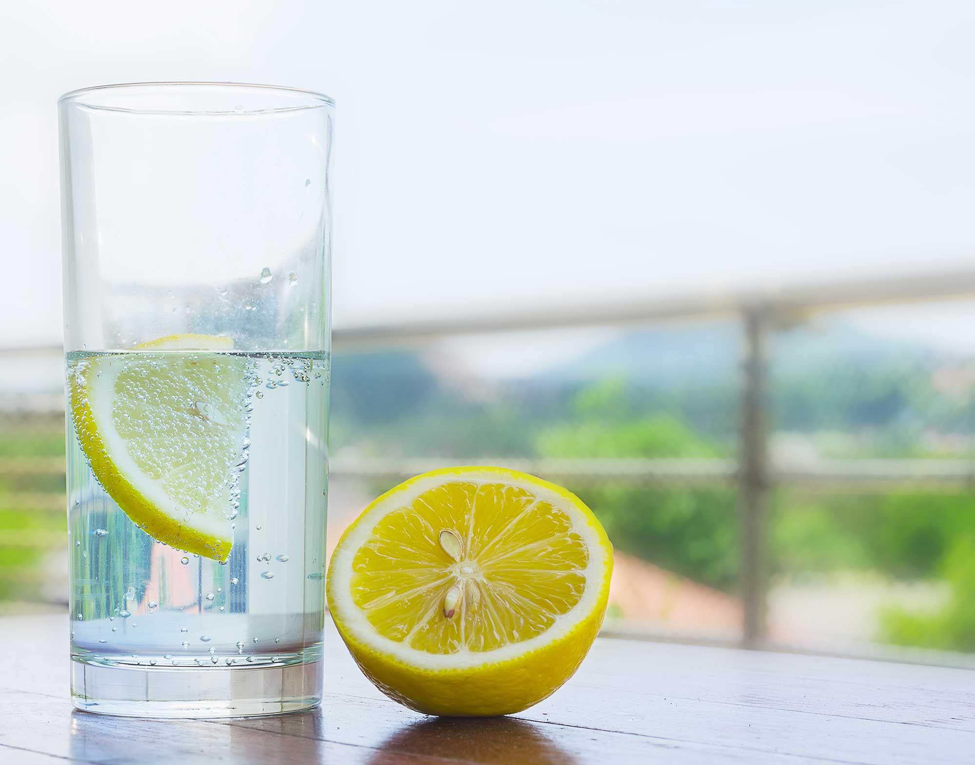 acqua fredda con digiuno al limone per perdere peso