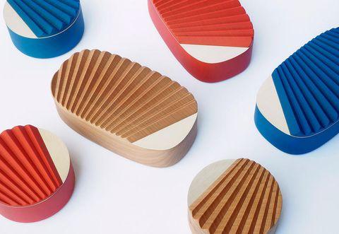 Carmine, Plastic, Coquelicot, Outdoor furniture, Snack, Plywood, Chocolate,