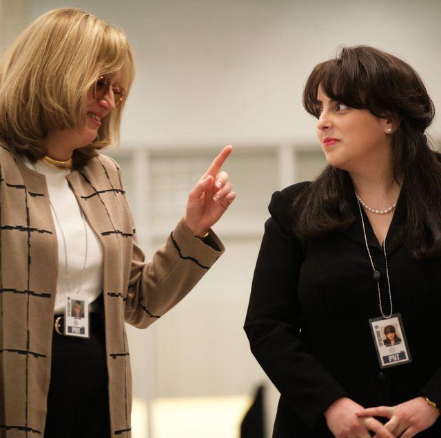 "impeachment american crime story ""exiles"" episode 1 airs tuesday, september 7    pictured l r sarah paulson as linda tripp, beanie feldstein as monica lewinsky cr tina thorpefx"