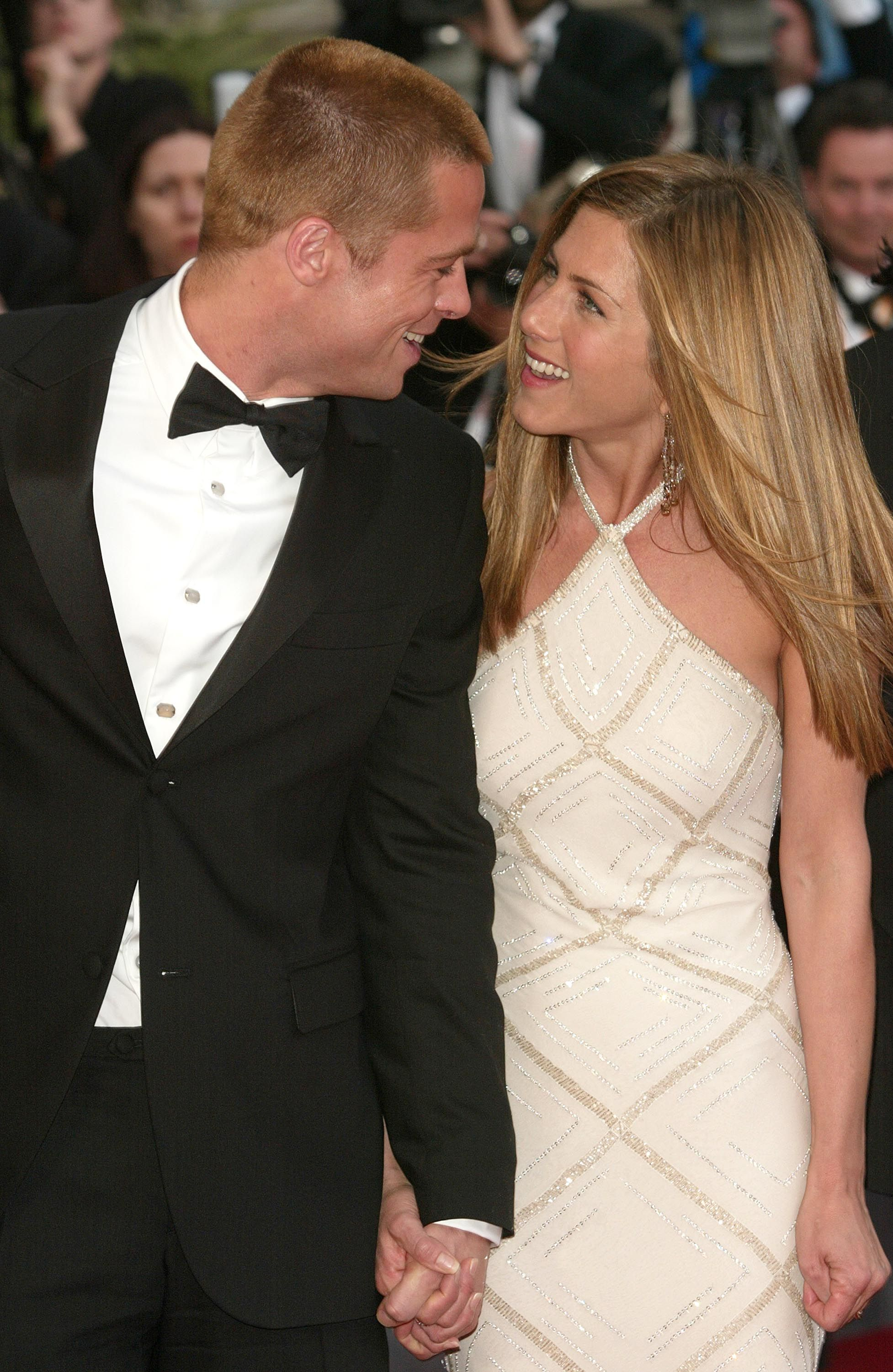 um-jennifer-aniston-and-brad-pitt-have-been-friends-for-three-years-now