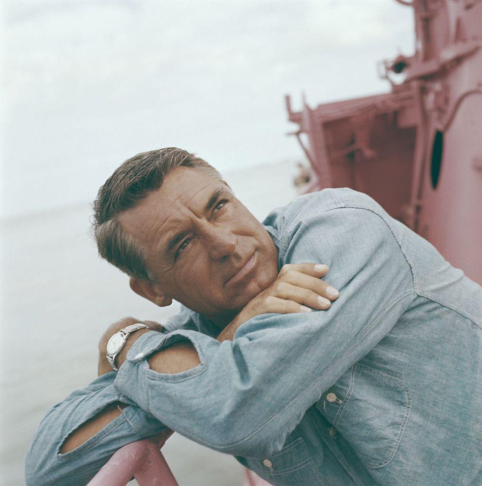 Cary Grant's Life in Photos thumbnail