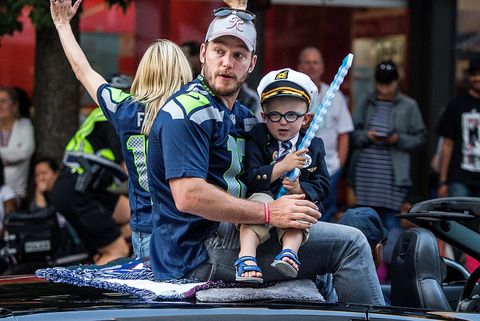 seafair torchlight parade with grand marshall anna faris