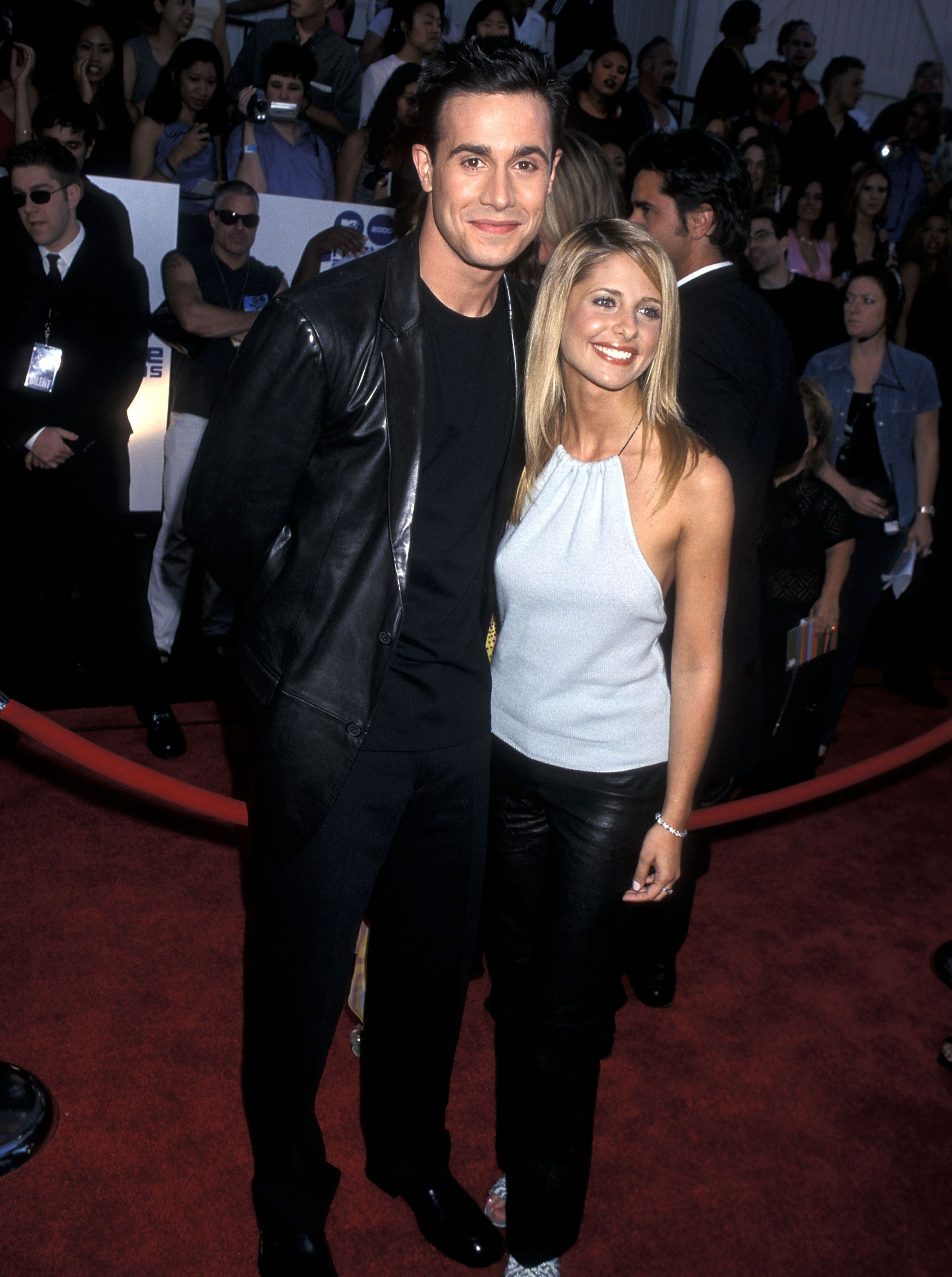 What Sarah Michelle Gellar And Freddie Prinze Jr.'s Body Language Says About Their Marriage
