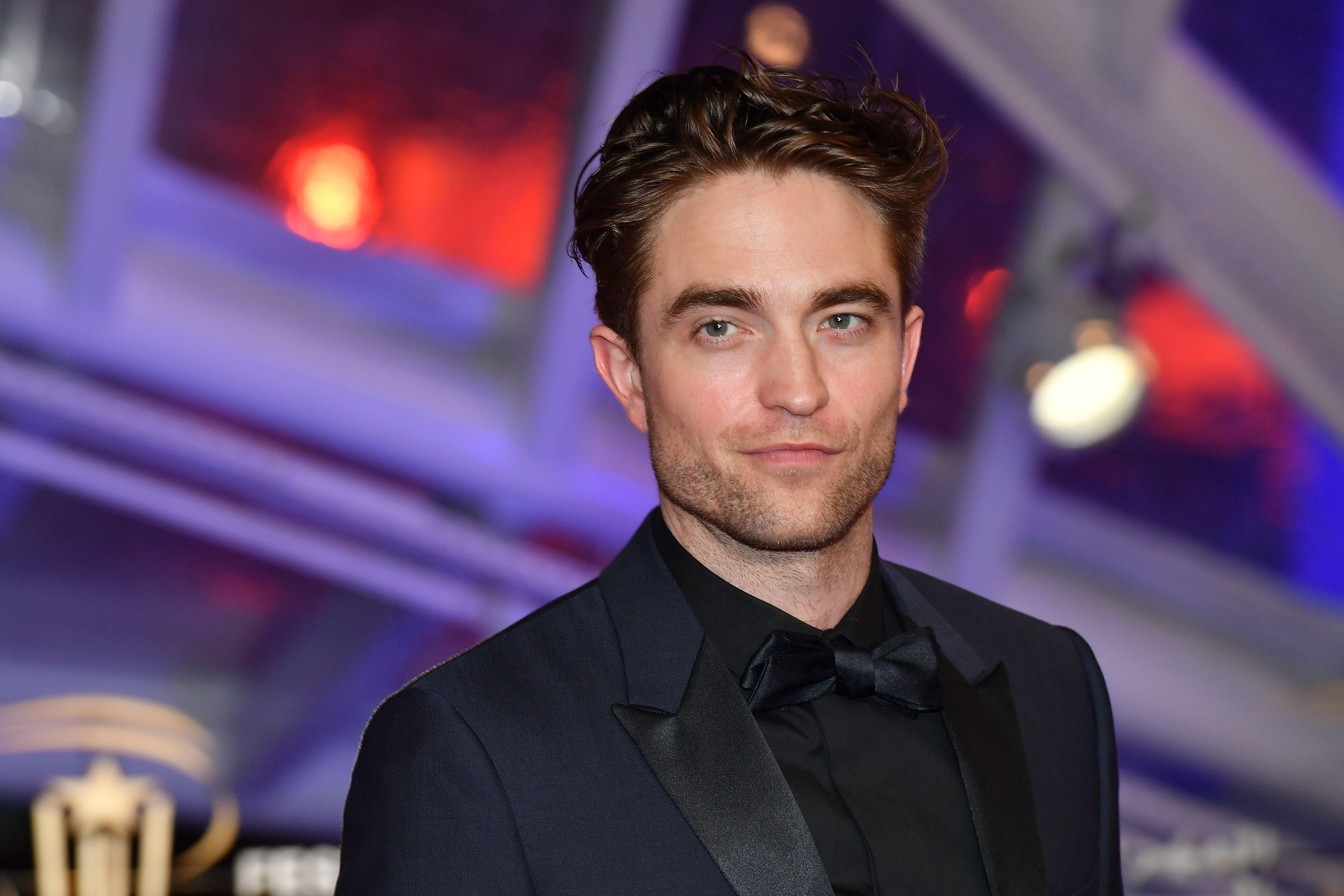 Wie is Pattinson dating nu e-mails online dating voorbeelden