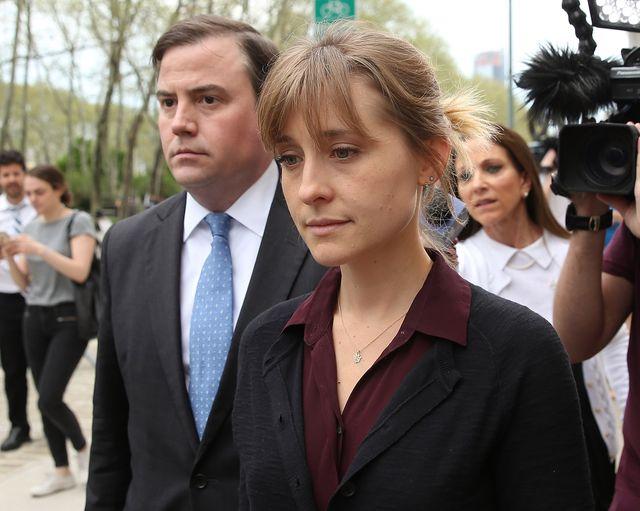 بازیگر زن آلیسون مک به اتهام قاچاق رابطه جنسی وارد دادگاه شد