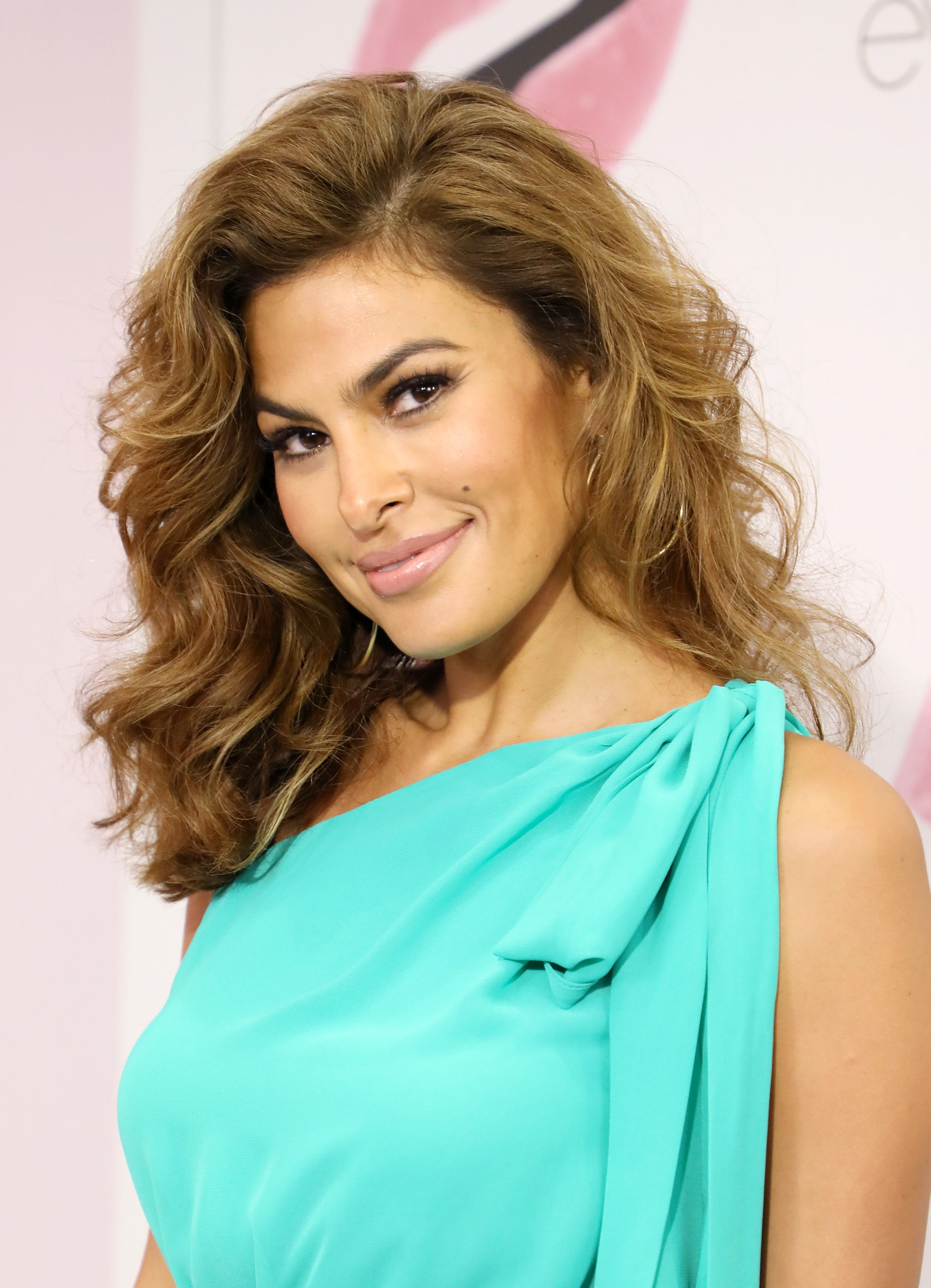 Eva Mendes Just Posted A Hilarious No-Makeup-Look Selfie