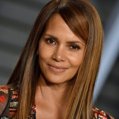 Halle Berry at the 2018 Vanity Fair Oscar Party
