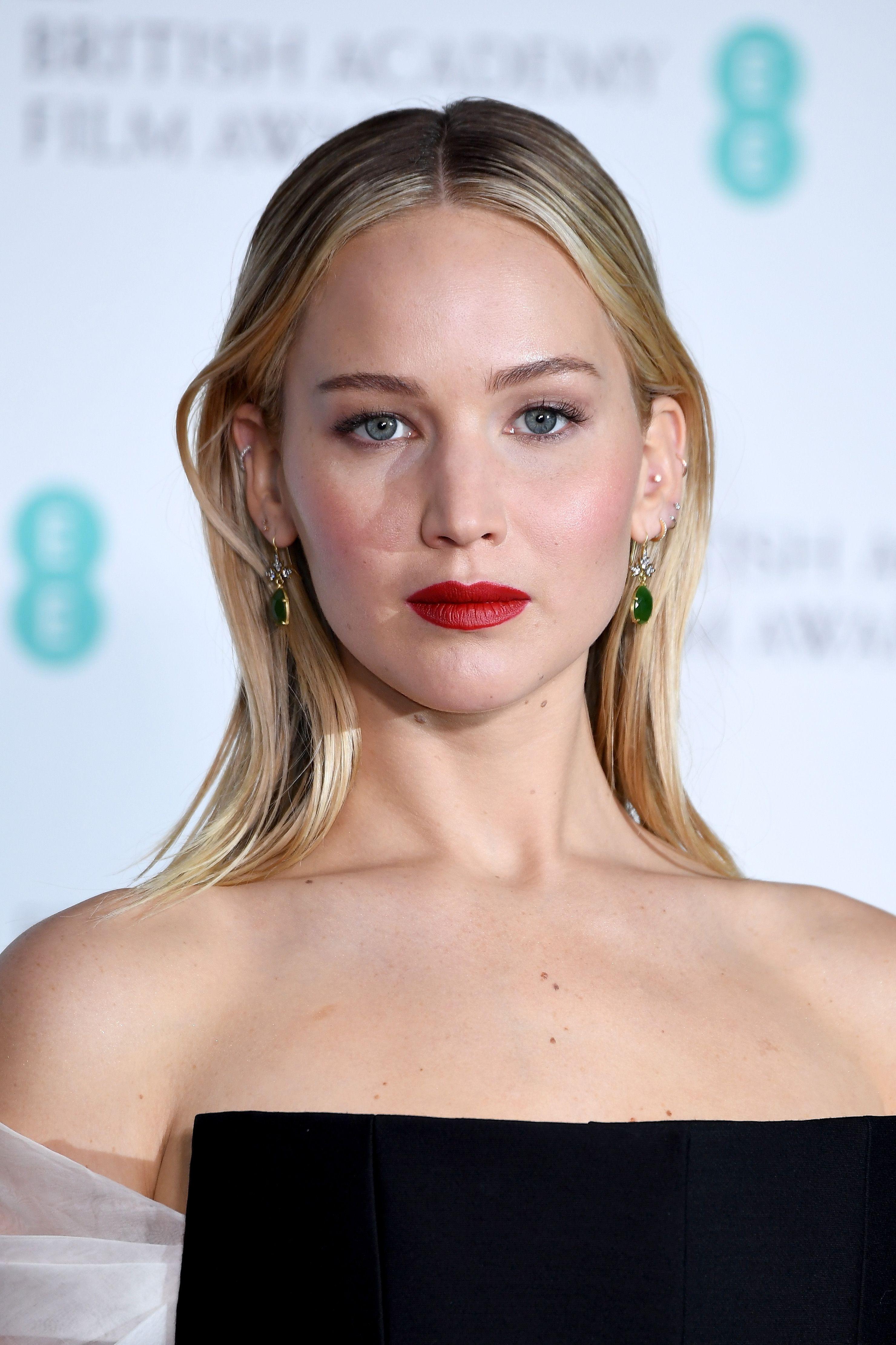 Jennifer Lawrence Flashes Wedding Ring On Walk With New Husband Cooke Maroney