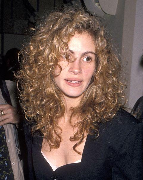 autumn winter 2021 hair trends curly hair julia roberts