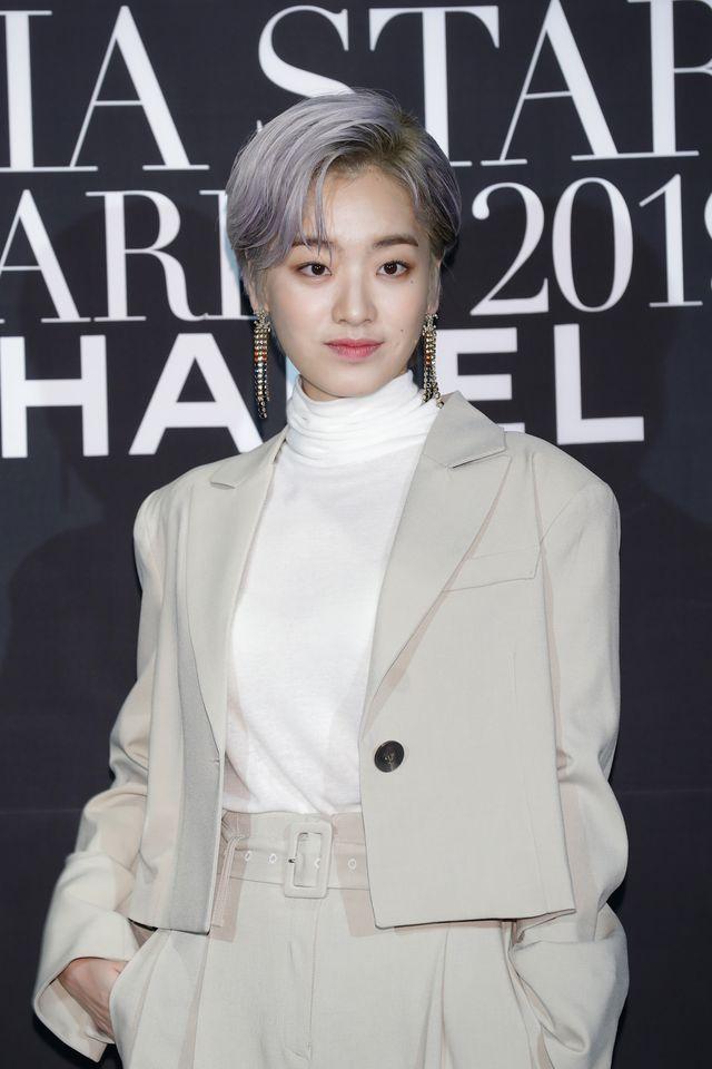 ドラマ『梨泰院クラス』でトランスジェンダーのヒョニ役を演じた韓国出身の女優イ・ジュヨン。ナチュラルなすっぴんの自撮りショットに寄せられた外見を指摘するコメントに対して、クールな対応を見せた。