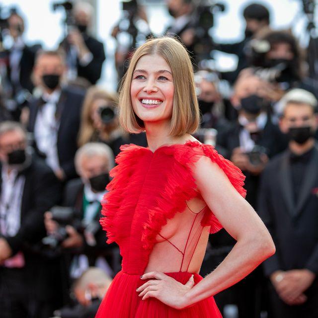 カンヌ 映画祭 ドレス レッドカーペット 女優 モデル 俳優 セレブ
