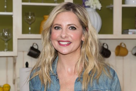 Sarah Michelle Gellar Just Posted A Lingerie Photo Reminding Her Not To Overeat On Thanksgiving