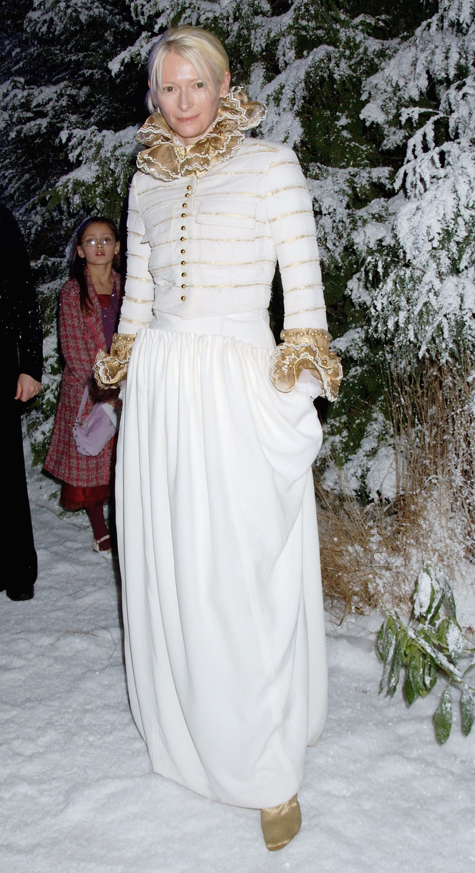 220fd83fc6532 The Best Winter Style Inspiration From the Stars of Yesteryear- Vintage  Celebs Playing in the Snow