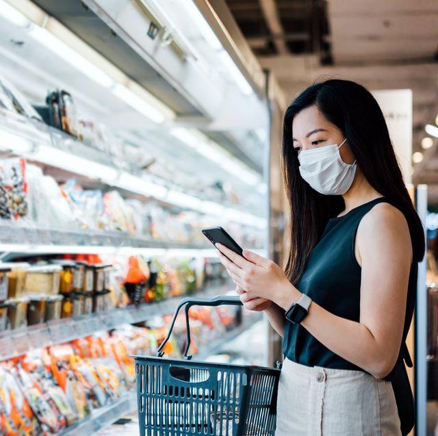 肺炎疫情升溫,到超市「這些食物別買!」營養師這8項食材應該放入採買清單