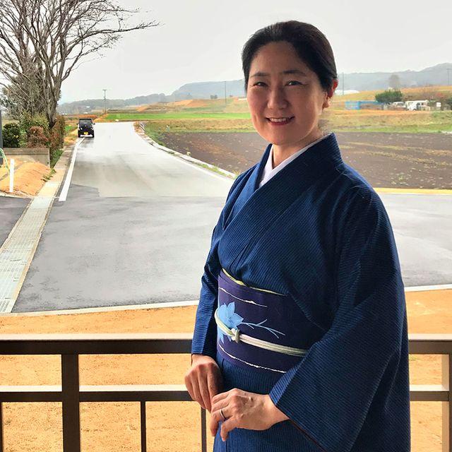 安達絵里子さん 藍の着物姿