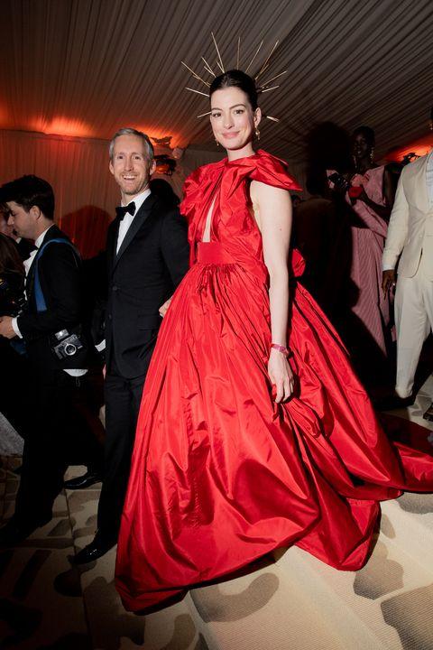adam shulman and anne hathaway at the 2018 met gala