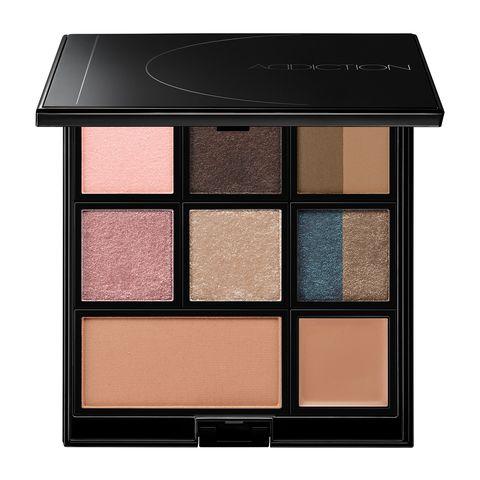 Eye shadow, Eye, Beauty, Product, Brown, Cosmetics, Organ, Shadow, Human body, Material property,