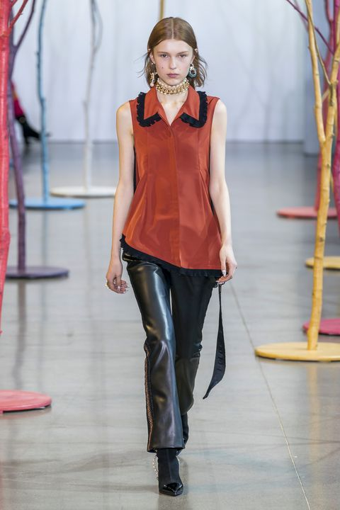 Fashion, Fashion model, Runway, Fashion show, Clothing, Fashion design, Jeans, Shoulder, Event, Neck,