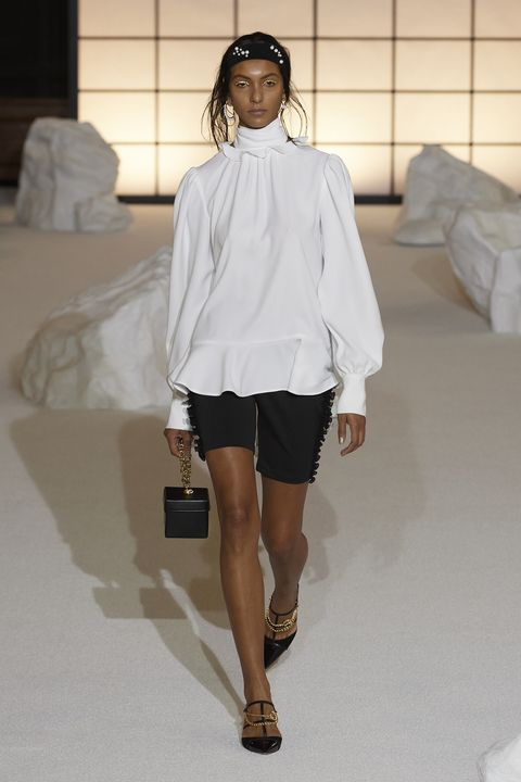 Fashion model, Fashion show, Fashion, White, Clothing, Shoulder, Runway, Fashion design, Joint, Shorts,