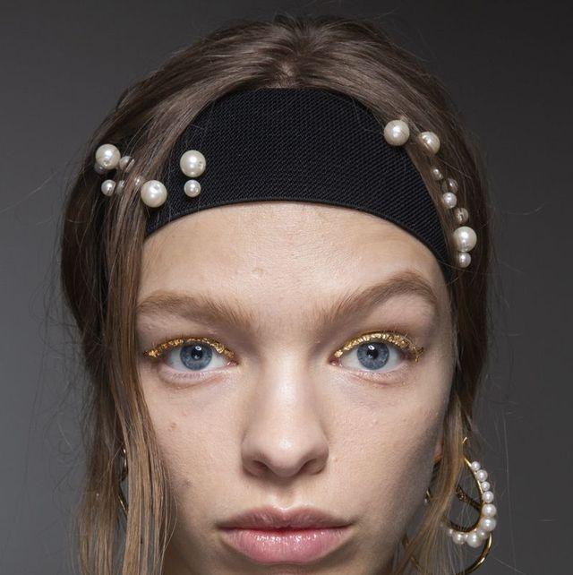 Face, Hair, Lip, Forehead, Eyebrow, Clothing, Head, Chin, Fashion, Hairstyle,