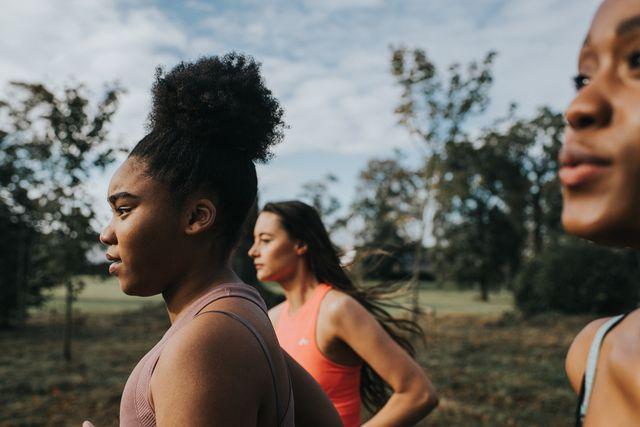 vrouwen aan het joggen