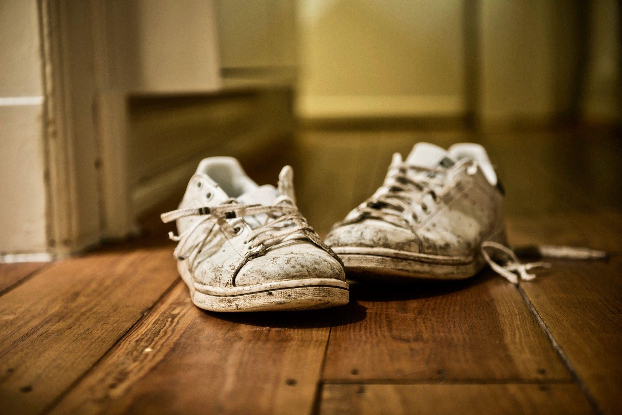 witte adidas schoenen schoonmaken