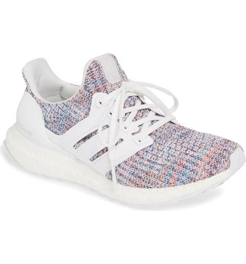 meilleures chaussures de marche pour femmes: chaussures de course adidas ultraboost-chaussure sport femme-chaussure marche-chaussures de marche femme legere-merrell-pieds senssible-randonnee-bonnefemme-basket- tendance-nike-adidas-solide-fitness-ville-coursse-courire-pas cher--meilleur-