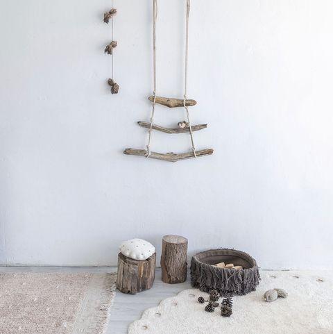 adornos de ramas y cuerdas