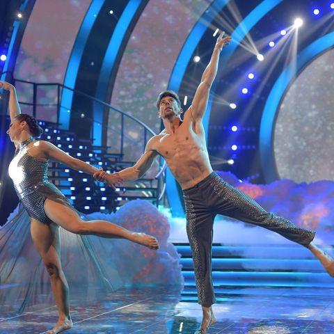 Adrián Lastra en Mira quien baila