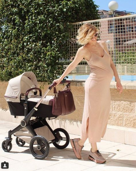 Baby carriage, Product, Baby Products, Diaper bag, Beige, Photography, Vacation, Vehicle, Shoe,