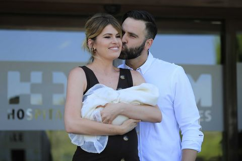 Adriana Abenia y Sergio Abad presentan a su hija Luna