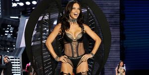 Adriana Lima alla sfilata di Victoria's Secret