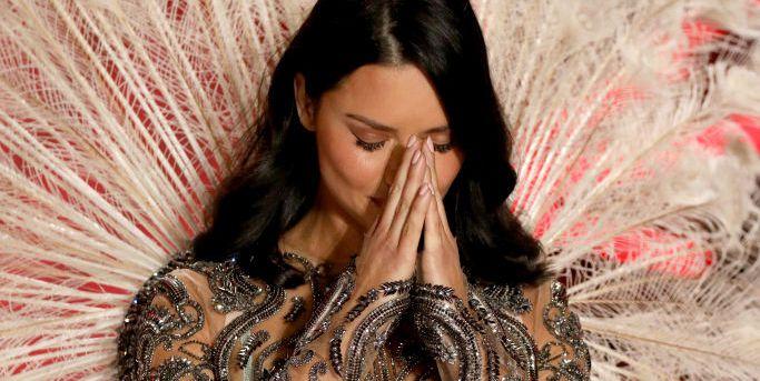 Watch Adriana Lima S Emotional Last Victoria S Secret