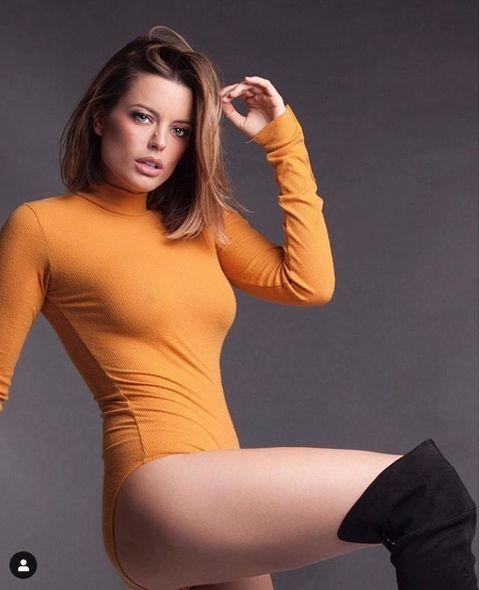 Clothing, Thigh, Tights, Arm, Leg, Beauty, Shoulder, Model, Joint, Leggings,