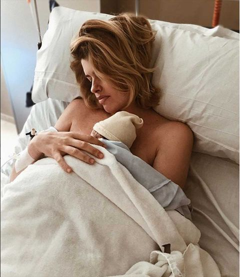 Adriana Abenia da a luz a su hija Luna en Madrid