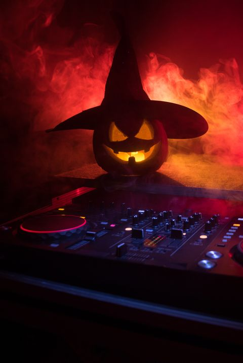 adult halloween party ideas music game