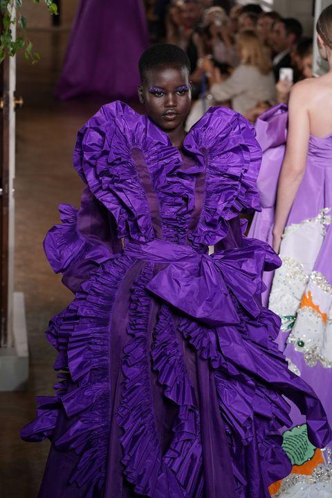 Fashion, Purple, Haute couture, Dress, Gown, Violet, Fashion design, Shoulder, Event, Textile,