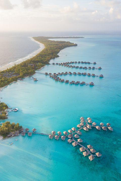 Вид с воздуха на Бора-Бора, Французская Полинезия