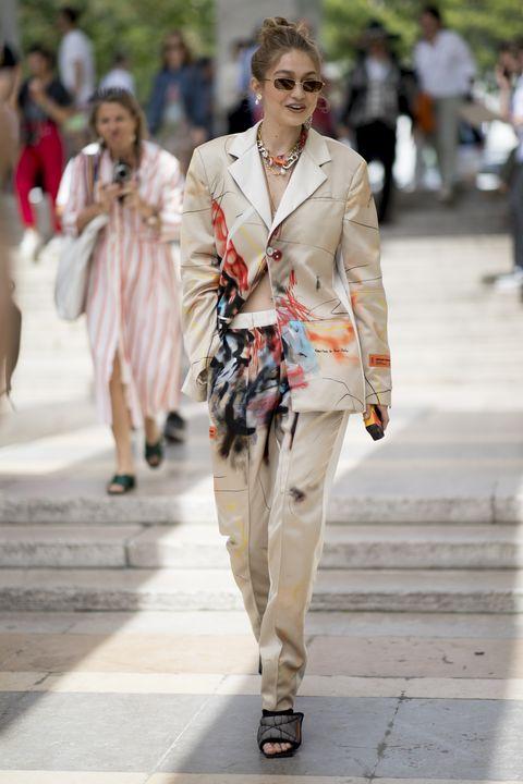 Fashion, Fashion model, Street fashion, Clothing, Fashion show, Runway, Spring, Human, Outerwear, Beige,