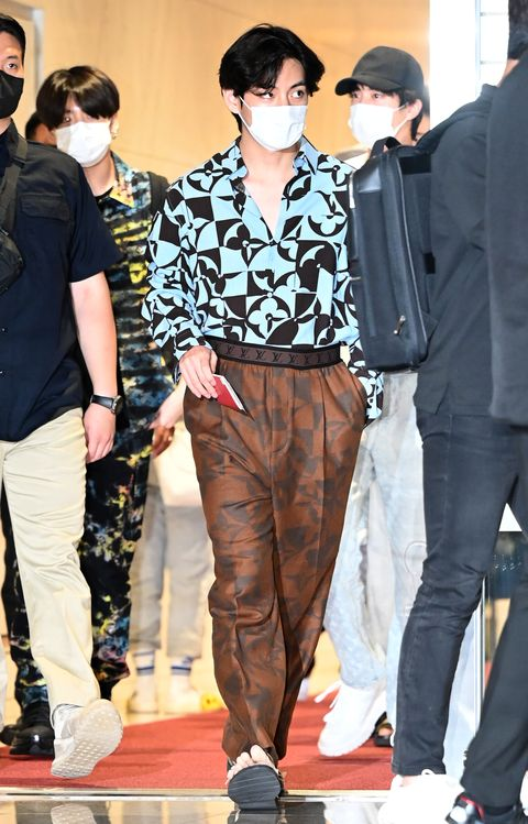 bts v arrives at incheon international airport to depart for attends 'united nations general assembly' in new york on september 18th in seoul, south korea photoosen