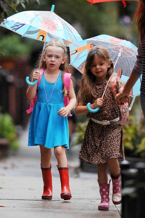 Sarah Jessica Parker Walking Twins to School on a Rainy Day