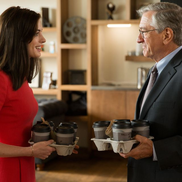 """l r anne hathaway as jules ostin and robert de niro as ben whittaker in warner bros pictures' comedy """"the intern,"""" a warner bros pictures release"""