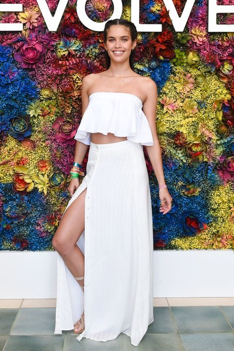 Clothing, Dress, Strapless dress, Shoulder, Fashion, Gown, Fashion model, Haute couture, A-line, Cocktail dress,
