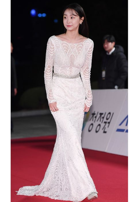 kim da mi poses for pictures during '2018 blue dragon film awards, red carpet' at hall of kyunghee university peace on november 23th in seoul, south korea photoosen