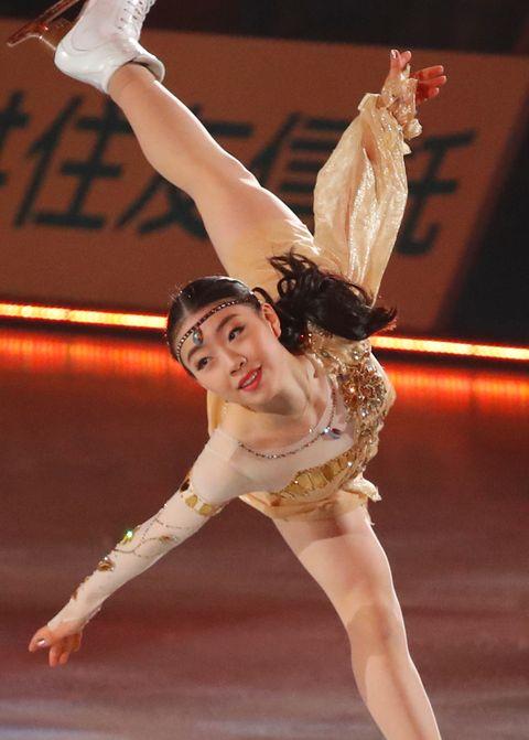 Dancer, Ice skating, Ice dancing, Figure skating, Skating, Sports, Figure skate, Ballet dancer, Modern dance, Dance,