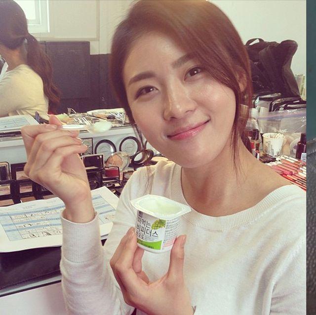 Ingredient, Drinking, Selfie, Tooth, Dairy, Brown hair, Yogurt, Strained yogurt, Raw milk, Milk,