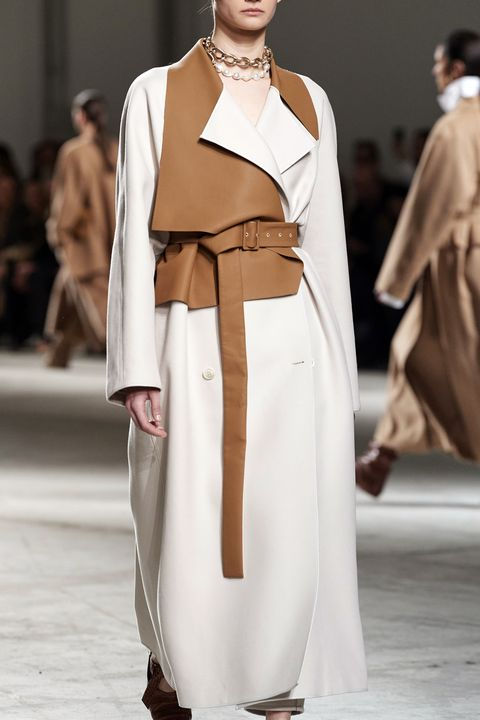 Fashion model, Fashion, Fashion show, Clothing, Runway, Outerwear, Haute couture, Shoulder, Beige, Dress,