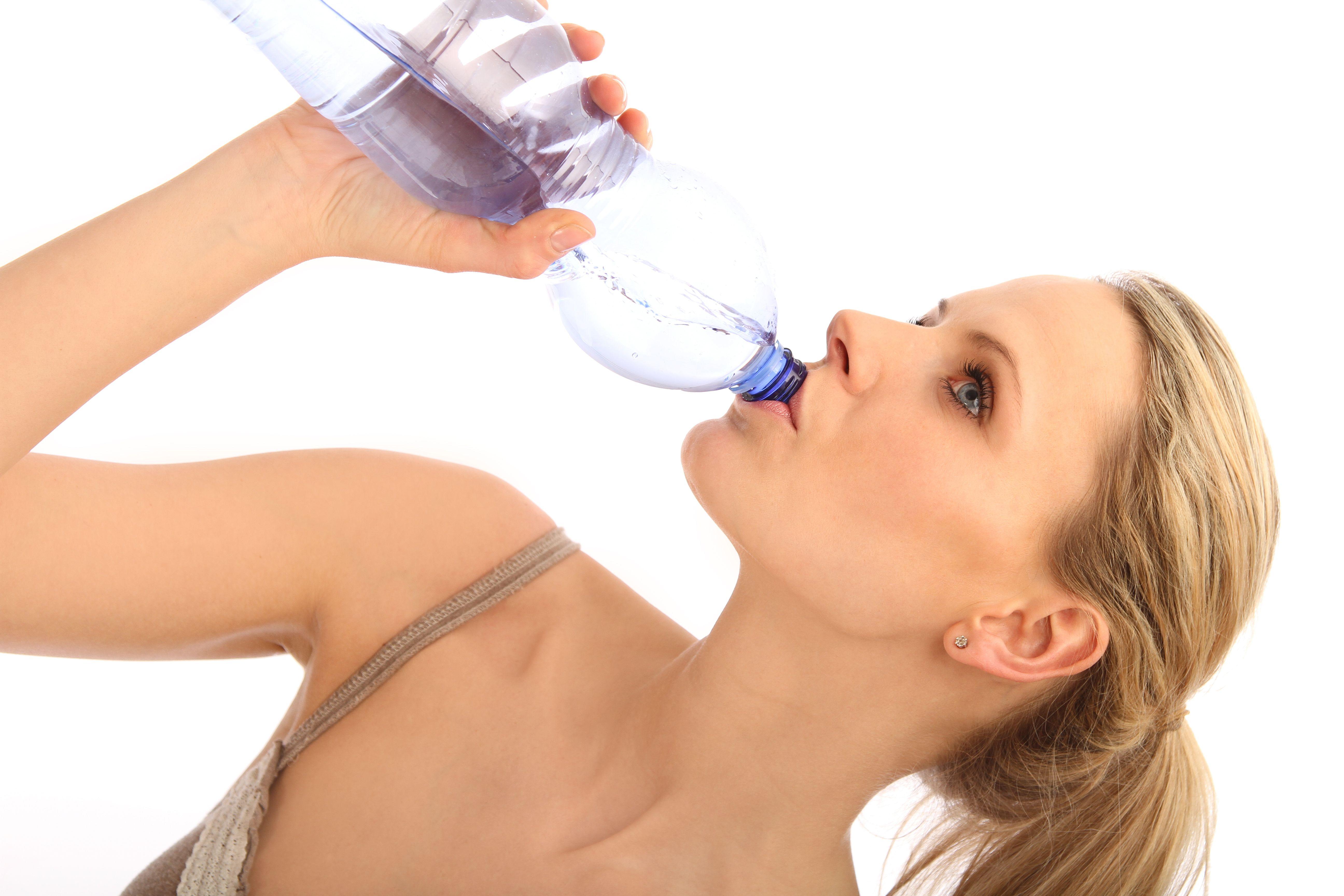 ¿Te encantan los refrescos? Alternativa saludable: ¡El agua con gas!