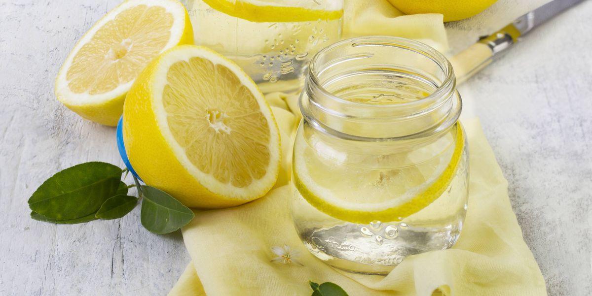 agua con limon en la mañana para adelgazar